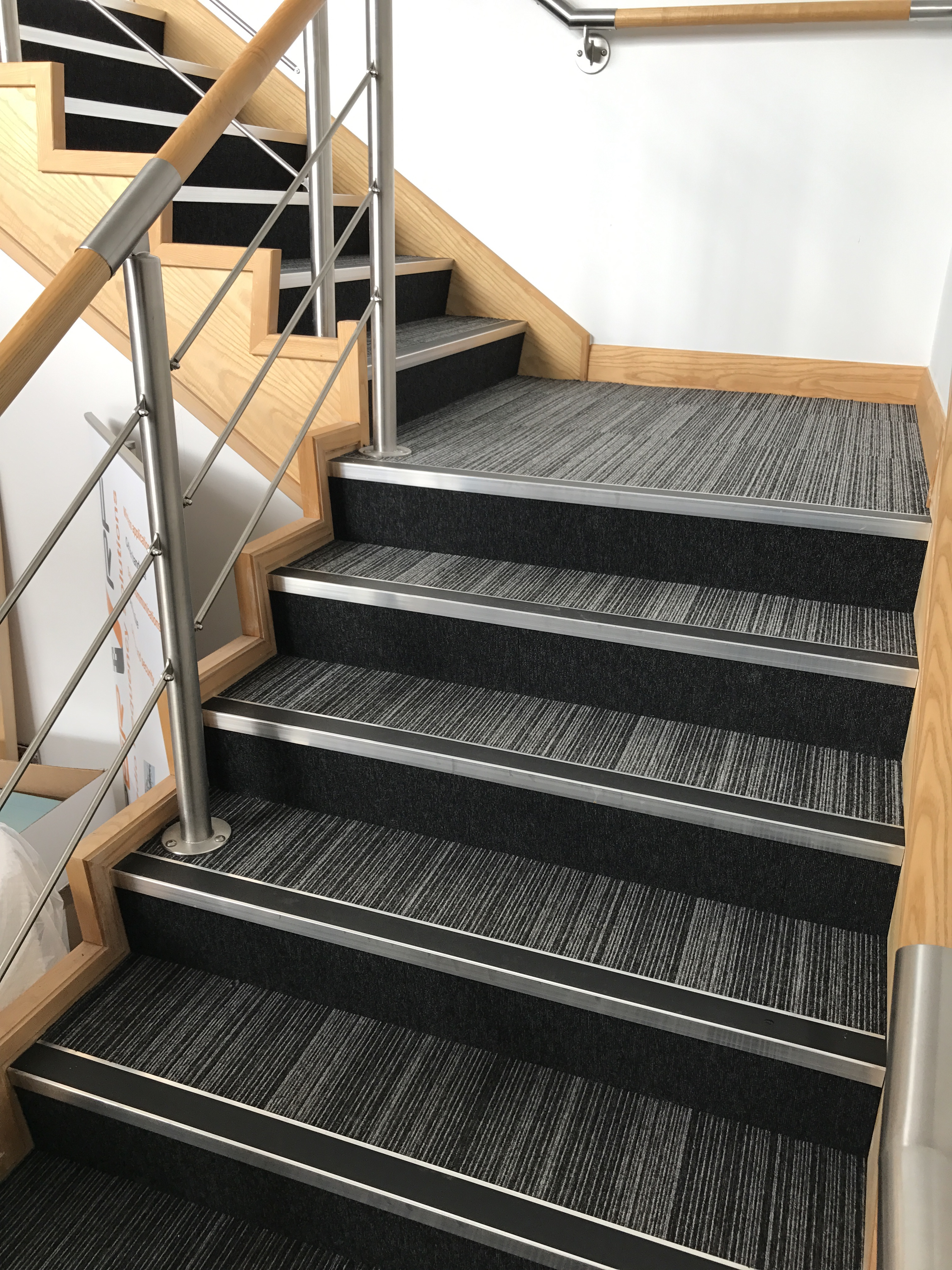 Exceptional Carpet Tiles Stairs 2